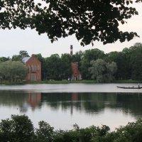 Гондольер. Озеро в Екатерининском парке. :: Наталья Лунева