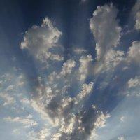 Небо - облака - лучи солнца... :: Владимир Павлов