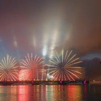 Огненные цветы над Троицким мостом :: Владимир Колесников