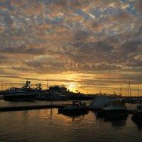 Морской порт на закате :: valeriy khlopunov
