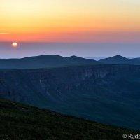 Рассвет на плато Бермамыт :: Сергей