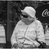 Бабушка и Coca Cola :: Игорь Абламейко