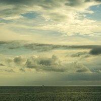 Между небом и водой. Судно идет в Италию :: Marina Talberga