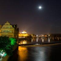 Луна над рекой :: Виктор Зенин