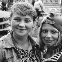 ... девчата с нашего двора ... :: Дмитрий Иншин