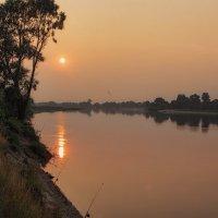 Закат с солнечной дорожкой :: Ирина Приходько
