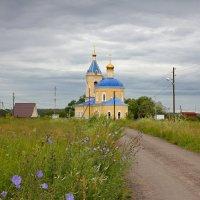По дороге к сельскоьу храму :: Константин