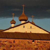 У стены Соловецкого монастыря :: Валерий Толмачев