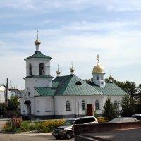 Двор Свято Троицкого монастыря . :: Мила Бовкун