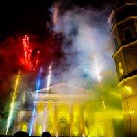 Фейерверк на Ратушной площади. Вильнюс :: Vsevolod Boicenka