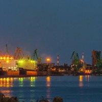 Вечерний порт :: Леонид Соболев