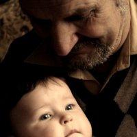 У дедушки на руках. :: Eva Tisse