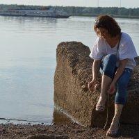 вечерняя прогулка на реке :: Оксана Грищенко