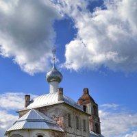 Троицкая  церковь 2 :: Галина Galyazlatotsvet