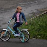 Юная велосипедистка :: Александра