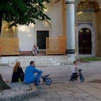 Дворик у мечети :: Михаил Рогожин