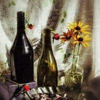 Бутылка цвета ежевики и бутылка цвета сливы ренклод :: Ирина Сивовол