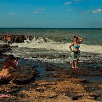 На фоне моря... :: Александр Смольников