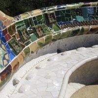 Барселона. Парк Гуэль архитектора Гауди. Знаменитая мозаичная скамья (фрагмент) :: татьяна