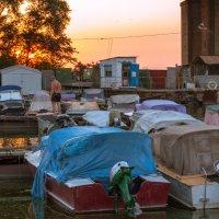 Закат и лодки :: Artem Zelenyuk