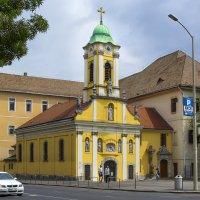 Небольшой католический храм на улице Будапешта. :: Cергей Павлович