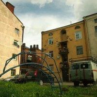 Старый дворик. :: сергей лебедев