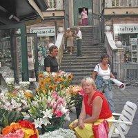 Цветочный магазин возле цепкви :: Tata Wolf