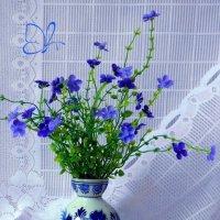 Синие цветы в вазе и кувшинчик :: Nina Yudicheva