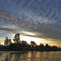 Вечер на озере :: Юрий Цыплятников