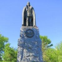 Памятник Александру Колчаку на территории Знаменской церкви :: Людмила Огнева