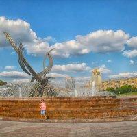 Москва. Фонтан у Киевского вокзала. :: Larisa
