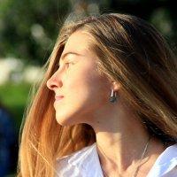 на встречу солнцу-образ девушки :: Олег Лукьянов