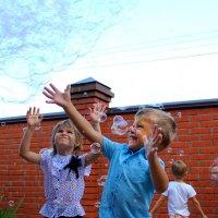 праздник мыльных пузырей :: Оксана Сячина