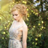 В яблоневом саду :: SElena Kurnosova
