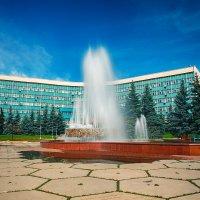 Фонтан у администрации Новокузнецка :: Юрий Лобачев