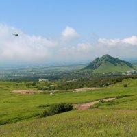 Вертолёт, вертолёт, забери меня в полёт. Первый день лета на Кавказских Минеральных Водах. :: Vladimir 070549