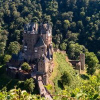 Замок Эльц, в долине реки Мозель :: Witalij Loewin