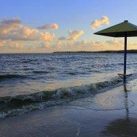 Закат на пляже :: оксана косатенко