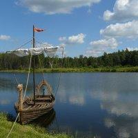 Лодка у реки. :: Дмитрий Гринкевич
