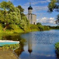 Храм Покрова на Нерли...и лодка :: Olcen - Ольга Лён