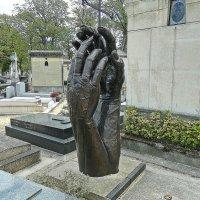 на кладбище Монпарнас :: Александр Корчемный
