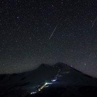Метеориты Персеиды над Эльбрусом. :: Александр Хорошилов