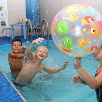 день рождения в бассейне :: Светлана Попова