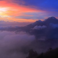 Восход на вулкане Батур :: Михаил Баевский