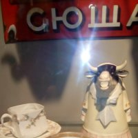 Старинные фарфоровые чашки. (конец 19 в.-нач. 20 в.). Музей Петропавловская крепость. :: Светлана Калмыкова