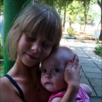 С младшей сестричкой :: Нина Корешкова
