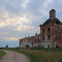 Заброшенный храм :: Наталья Кузнецова