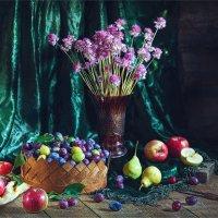 Натюрморт с фруктами и сливой :: Ирина Лепнёва