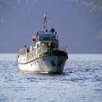 Корабль с туристами на Телецком озере. :: Маргарита Кириллова