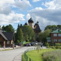 Пюхтицкий Успенский монастырь расположен на Богородицкой горе возле деревни Куремяэ в Эстонии :: Елена Павлова (Смолова)